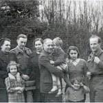 Rodina Stránských (Jaroslav uprostřed) s rodinou Korbelovou (Madeleine Albrightová, dítě vpravo)
